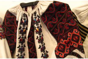 Вибір жіночої вишиванки